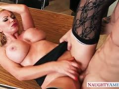 Nikki Benz mit Richie Black beim Office Sex